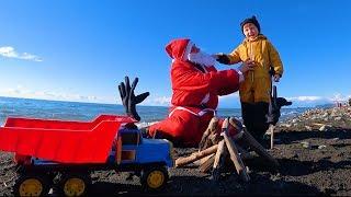 Весёлый Лёва, Играя в  Большой Песочнице на пляже, наколдовал себе Детский Парк развлечений