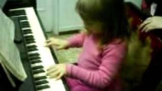 Анданте Гайдн исполяет Эмили 5,5 лет