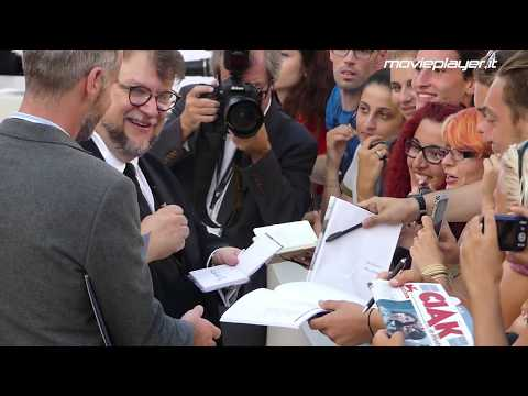 Venezia 2017: Guillermo del Toro sul red carpet di The Shape of Water