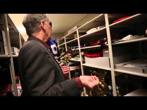 Oregon quarterback Marcus Mariota tours the Sports Legends at Camden Yards museum