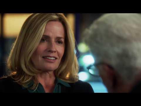 CSI S14E11 The Lost Reindeer Julie Finlay(Elisabeth Shue)& DB funny moment