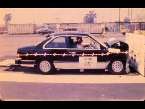 1985 Ford Tempo / Mercury Topaz Coupe | Frontal Crash Test By NHTSA | CrashNet1