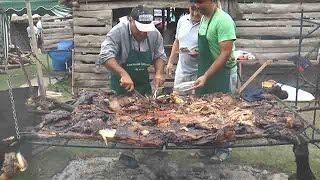 Así se celebra el Festival del Asado con Cuero, en Lascano