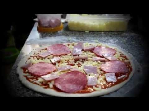 Pizza pronto forno a lenha Indian Curry House. Lisboa, portugal