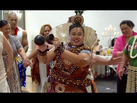 tau'olunga-|-coconut-shells-&-fan-|-charles-&-madylaine-wedding-celebration