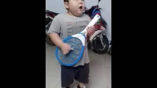 Bé 4 tuổi ca nhạc rock