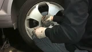 Comment changer Disques + Plaquettes de frein arrière sur Audi A3