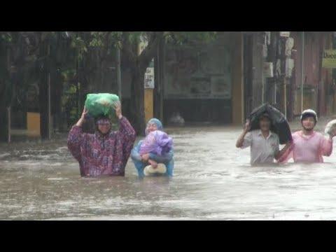 Typhoon Damrey Packs Flood on Popular UNESCO Heritage Town in Vietnam