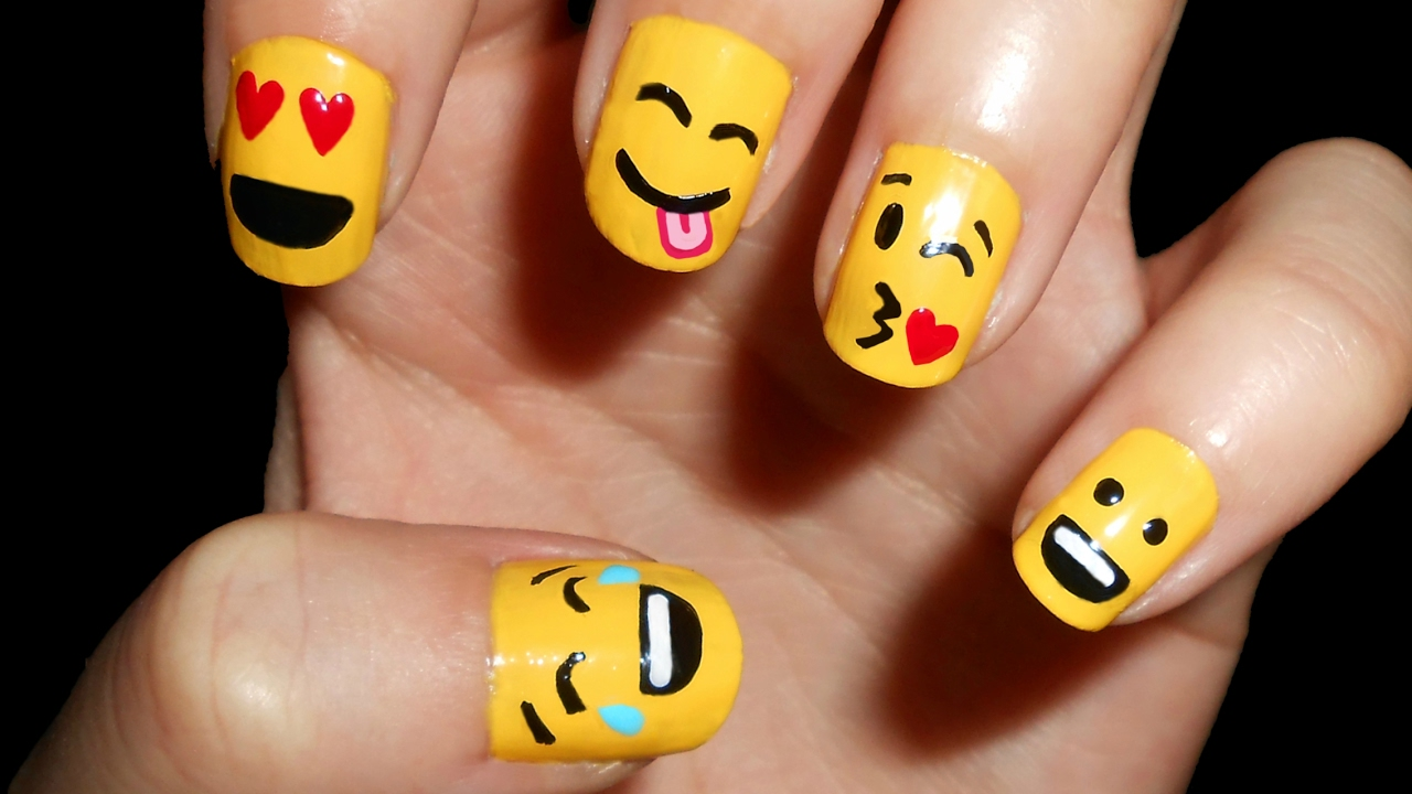 U as con emoticonos emoji nail art cristinails youtube for Decoracion de unas con esmalte