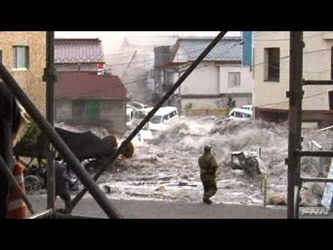 釜石市役所付近に押し寄せる津波 【視聴者提供映像】