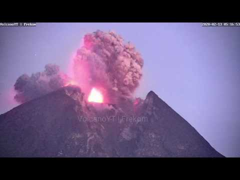 Merapi Erupsi - 13/02/2020 05:16:39 WIB (fullscreen)