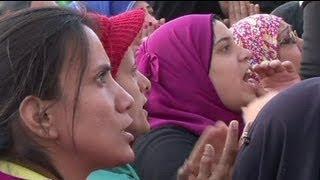 نساء مصريات يهددن بالتعري في ميدان التحرير احتجاجا...