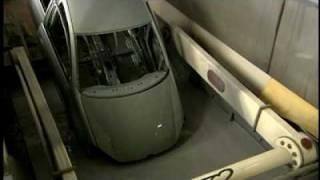 Купание Volkswagen Golf в покрасочном цеху(Так рождаются автомобили Volkswagen Golf в покрасочном цеху завода Volkswagen в Вольфсбурге., 2010-04-19T14:29:22.000Z)