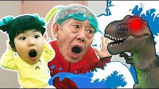 Yuni and Grandfather pretend to be a flood Fun kid video Learn colors Hide and Seek 인기동요 Romiyu