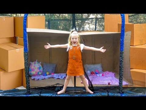 Everleigh builds ULTIMATE Box Fort INSIDE a Trampoline!!!