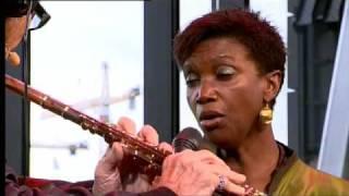 Chris Hinze en Claron McFadden-  J.S. Bach (bew Ch. Hinze)/Largo