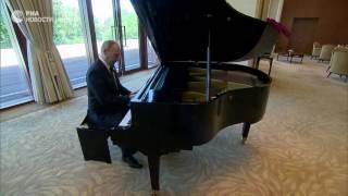Президент России в ожидании встречи с председателем КНР сыграл на рояле