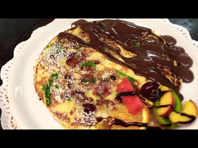 Kirschpannkoken mit Minze und Schokoladensauce