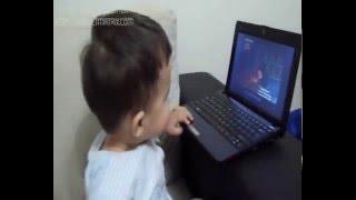1 yaşındaki Çağanın bilgisayarda müzik keyfi..