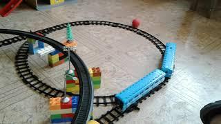 Детская железная дорога.играем с сыном.два яруса железнодорожных путей.метро и поезд.