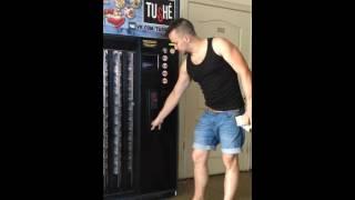 Торговый Автомат. Консервы. Vending Machine for canned food.(https://new.vk.com/tushe_od https://www.facebook.com/tushe.od Автомат полностью спроектирован и собран сотрудниками компании ООО