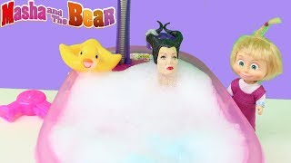 Küçük Cadı Maşanın Evine Gidiyor Cadı Maşanın Evinde Banyo Yapıyor Şarkı Söylüyor Çizgi Film