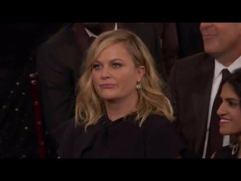 Amy Poehler refuses Seth Meyer's punch line during 'mansplaining part' of 2018 Golden Globes