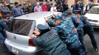 Գյուլբենկյան փողոցից քաղաքացիներին բերման են ենթարկում, այդ թվում կանանց