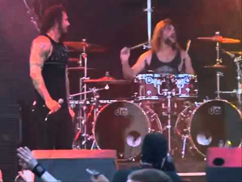 NIN lose member - As I Lay Dying off Killswitch Tour -- Zavalaz - Riot Fest 2013 Line-up -- Chimaira