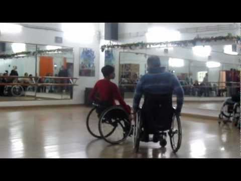 Dia da Dança Inclusiva - Pequena Experiência de Duo Dance com dois cadeirantes