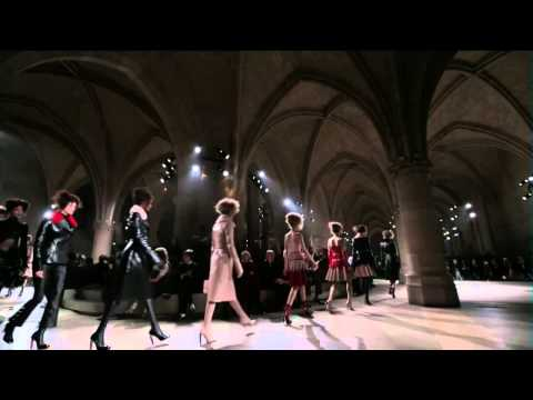 Alexander McQueen | Fall Winter 2015/2016 Full Fashion Show | Exclusive