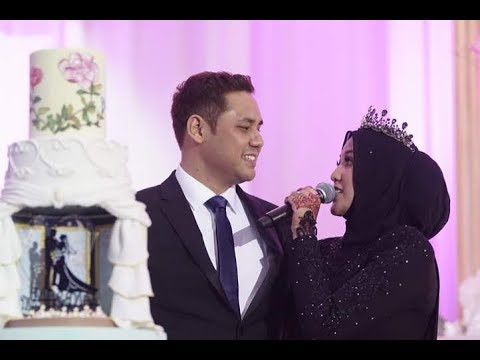 Shila Amzah 茜拉  at her wedding reception perfect Ed sheeran + if we get old