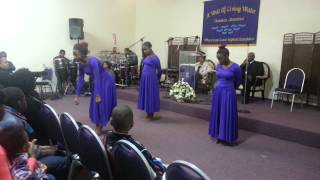 Kirk Franklin- Now Behold The Lamb A Well Of Living Water Praise Dancers