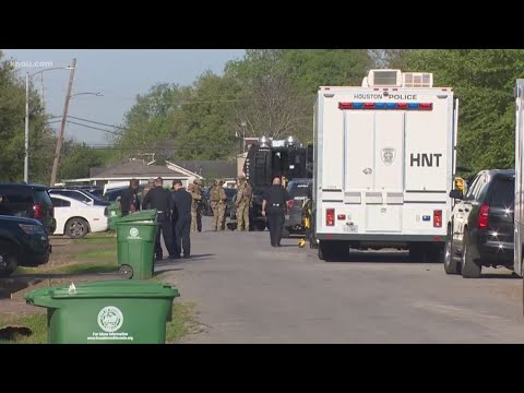 HPD: Suspect in custody, mother and child safe after SWAT standoff ...
