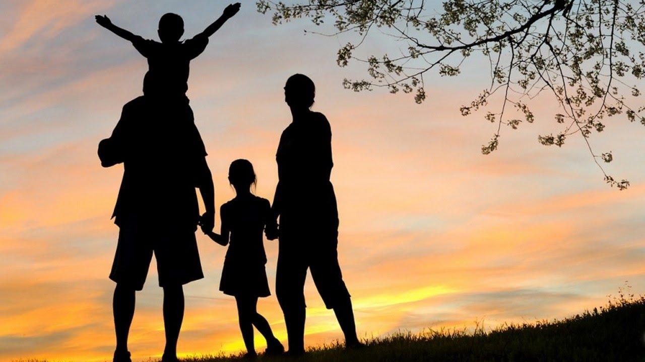 создания картинки мама папа сын и дочь из за спины кто