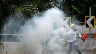 VOA连线(海彦):数已万计港人继续大游行 抗议港府强推《禁蒙面法》