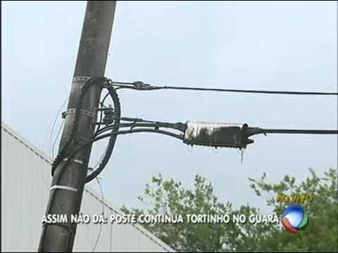 Poste torto em rua do Guará continua... Torto!