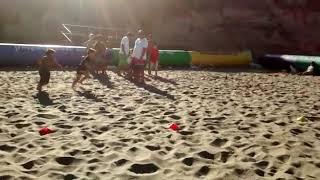 Joaco rugby en la playa