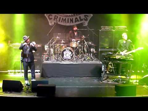 Fun Lovin' Criminals - Korean Bodega & Classic Fantastic - Manchester Albert Hall 04/03/17