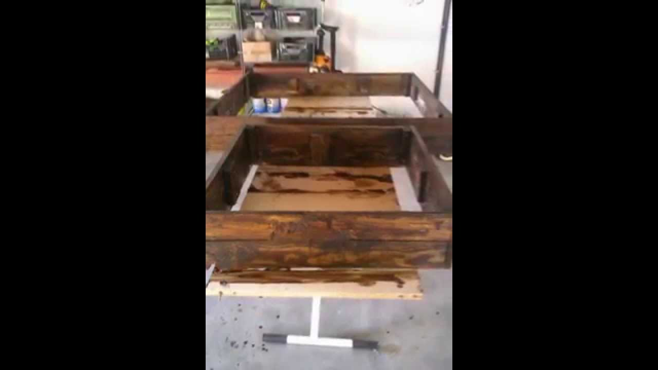 potager en carr e avec palettes de bois youtube. Black Bedroom Furniture Sets. Home Design Ideas