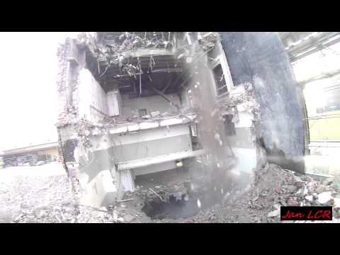 Demolition...Hitachi ZX 870 LCR with a Demarec MQP 60.