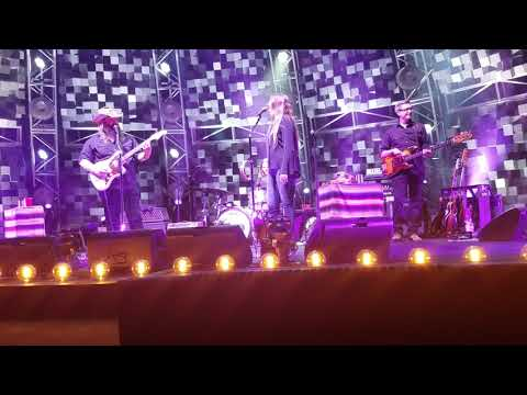 Chris Stapleton - TENNESSEE WHISKEY - FRONT ROW PIT DTE - AUG. 19, 2017