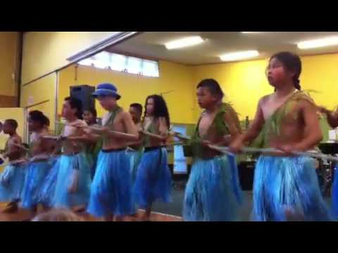 Chaucer cultural Samoan group perform