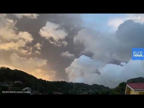 انتشار أعمدة من الدخان الداكن نتيجة ثوران بركان كاريبي  - نشر قبل 2 ساعة