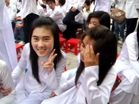 THPT Thuy Son 12c1 2008 2011 Ao Dai