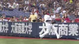 2回、ブランコが一塁側へのファウルフライをナイスキャッチ。捕球できな...