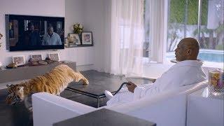 Майк Тайсон смотрит свой фильм / Mike Tyson is watching his movie
