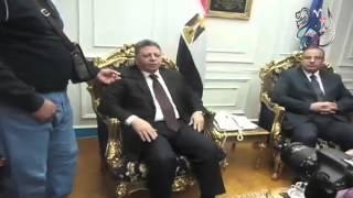 بالفيديو والصور.. سلطان يهدي درع محافظة البحيرة لوزير القوى العاملة