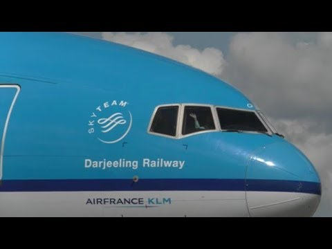 Planes landing at Schiphol | Heavies and waving pilots