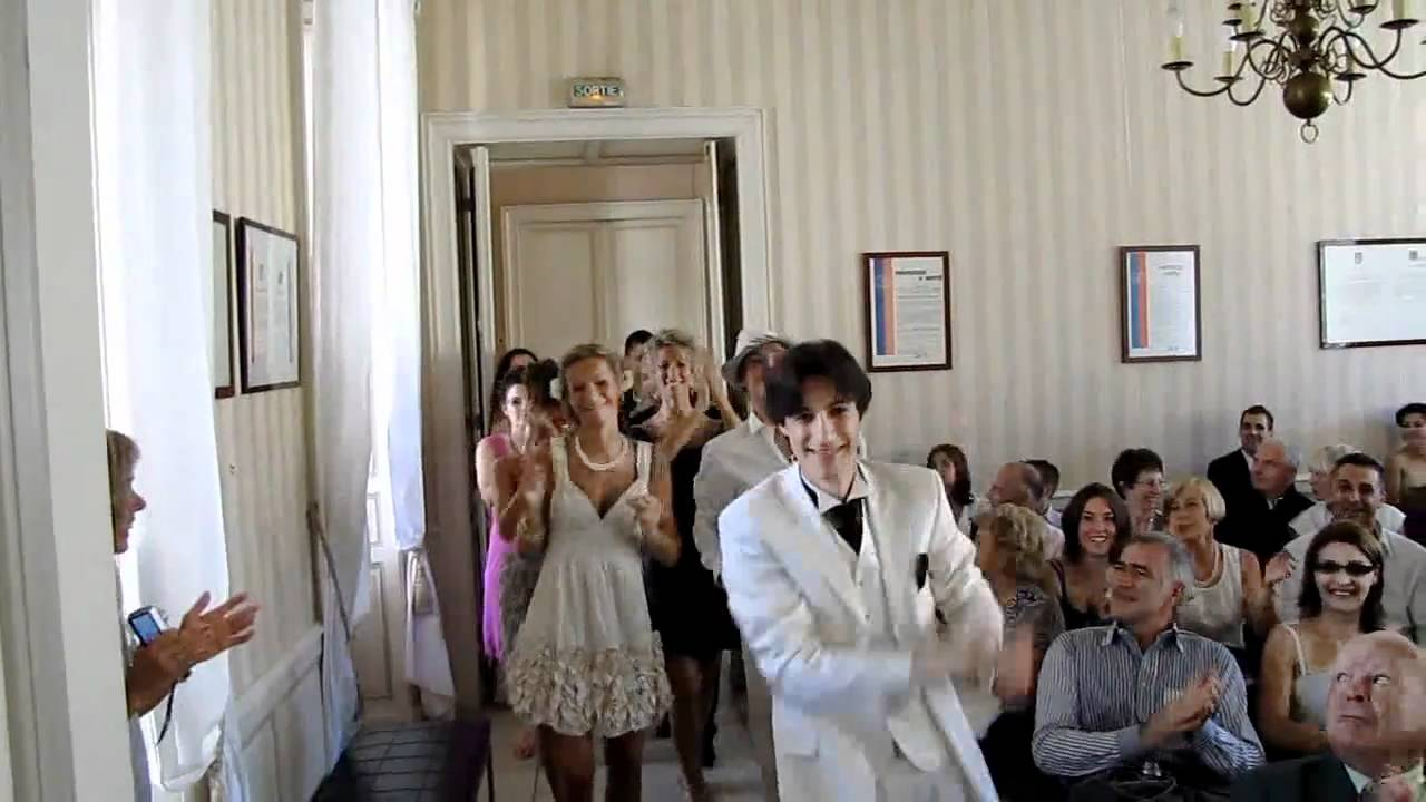 Entr e originale mairie de saintes mariage alina johann youtube - Photo de mariage originale ...